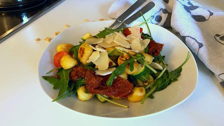 Gnocchi-Salat mit Tomaten & Rucola: In 15 Minuten fertig!