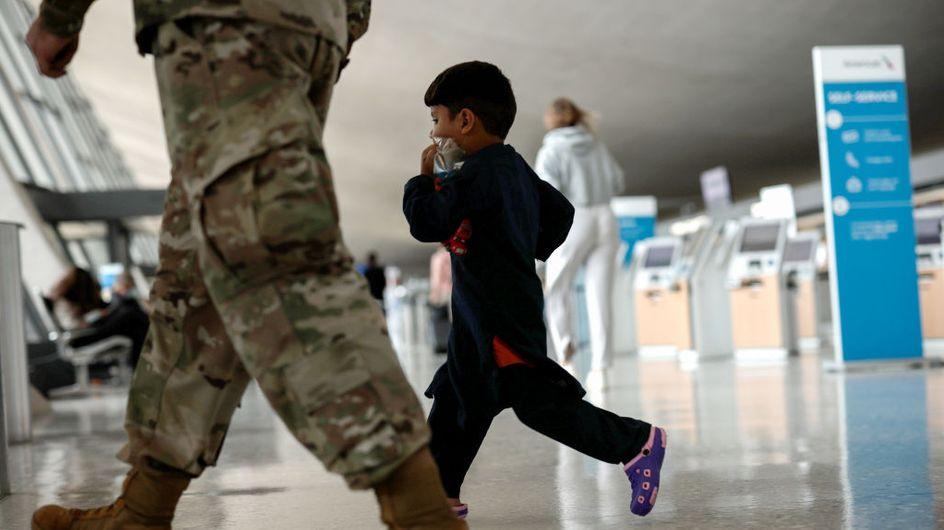 Afghanistan : séparés de leur famille, 300 enfants seuls ont déjà été évacués