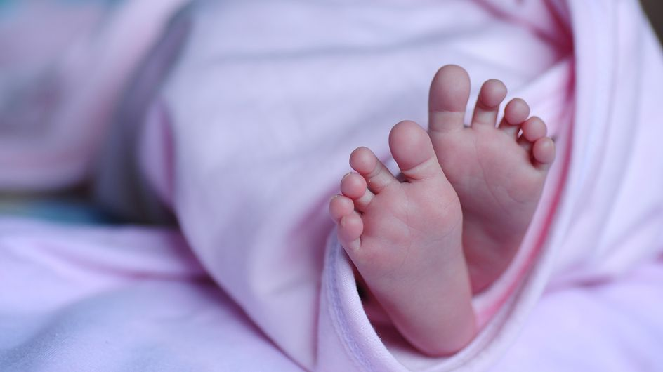 Bébés échangés à la naissance, une jeune femme réclame 3 millions d'euros