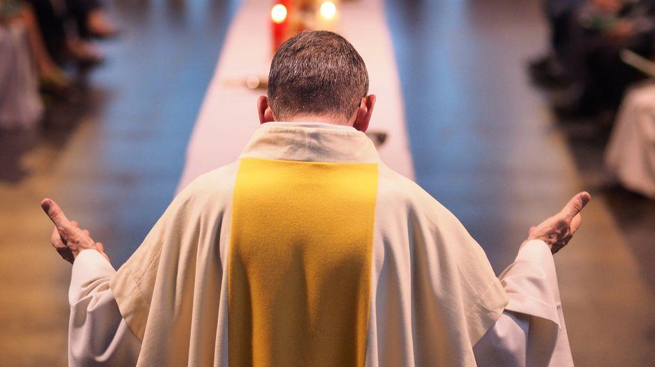 Qui est père Matthieu, le curé star qui défend l'homosexualité et divise l'Église ?