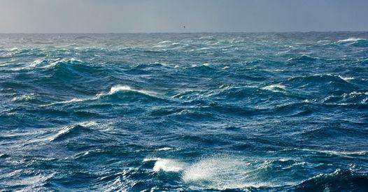Naufragés en mer, une maman se sacrifie pour sauver ses enfants