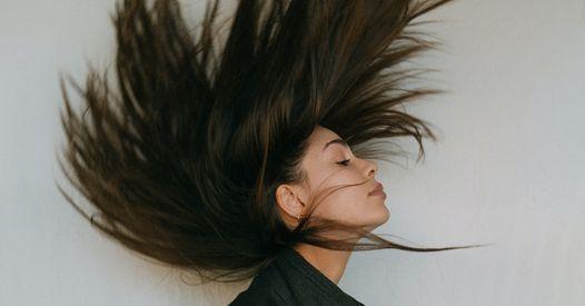 6 huiles végétales indispensables pour faire pousser vos cheveux