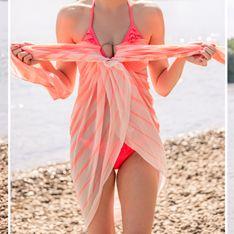 Strandtuch binden: Die Anleitung für 5 Outfits aus einem Pareo