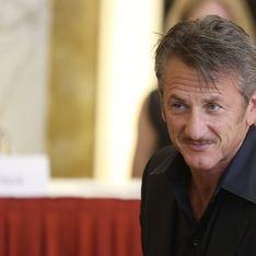 Sean Penn aurait déjà oublié Charlize Theron avec une autre femme