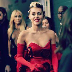 Miley Cyrus surprise en plein baiser langoureux avec sa petite amie (Vidéo)