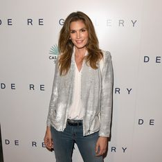 Cindy Crawford : Topless contre un arbre ! (Photo)