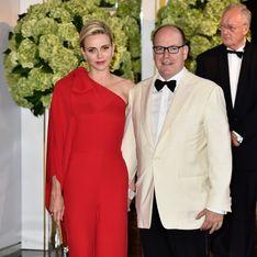 Charlène et Albert de Monaco complices au gala de la Croix-Rouge (Photos)