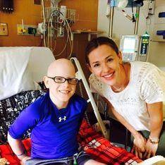Jennifer Garner rend visite à un enfant atteint d'un cancer (Photos)