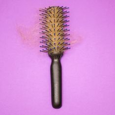 Haarausfall bei Frauen: Diese Tipps helfen wirklich!