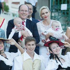 Albert et Charlène de Monaco avec leurs jumeaux au pique-nique monégasque (Photos)
