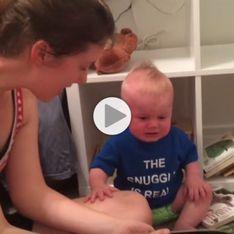 Mignonnerie du jour : Un bébé pleure dès que sa maman arrête de lui lire une histoire (Vidéo)