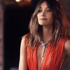 Carla Bruni enchaîne les décolletés sensuels pour Bvlgari (Photos)