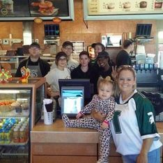 Fat-shaming : Cette maman paye un café aux deux filles qui la traitent de « baleine »