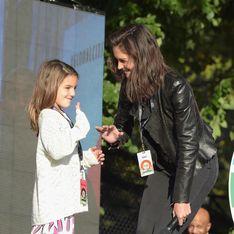 Katie Holmes, sur scène avec sa fille Suri pour la bonne cause (Photos)