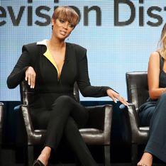 Tyra Banks et Chrissy Teigen se démaquillent en direct (Vidéos)