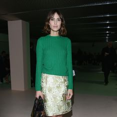 On veut le look cocooning d'Alexa Chung
