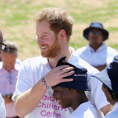 Emouvantes retrouvailles entre le prince Harry et un orphelin en Afrique du Sud