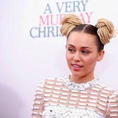 Miley Cyrus porte de nouveau sa bague de fiançailles (Photos)