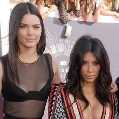 Kendall Jenner piège Kim Kardashian (Vidéo)