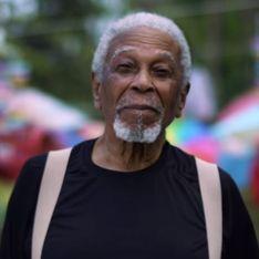 En hommage à sa femme disparue, il transforme sa maison en musée de l'amour (Vidéo)