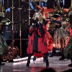 Madonna piégée par un de ses costumes en plein concert (Vidéo)