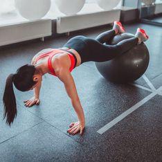 Die besten Gymnastikball-Übungen für einen flachen Bauch & starken Rücken