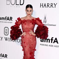 Katy Perry vole la vedette aux mannequins lors du gala de l'amfAR