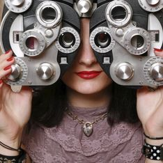 Smartphone & Bildschirm: Schädigt das Handy die Augen?