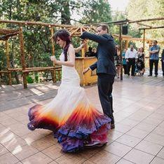 Cette robe de mariée tie and dye nous donnerait presque envie de sauter le pas (Photos)