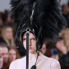 Porter un sac sur la tête, la nouvelle tendance WTF signée John Galliano (photos)