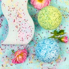 Badespaß Deluxe: So einfach könnt ihr Badebomben selber machen!