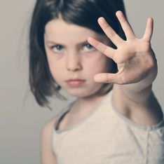 ¿Por qué no debes obligar a tus hijos a dar besos?