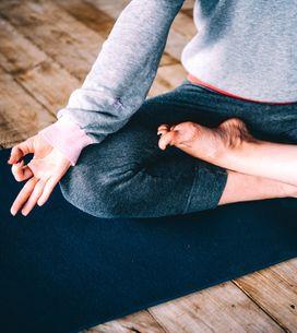 7 posições de ioga para aliviar a dor menstrual