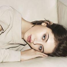 Iris, la fille de Jude Law, se dévoile dans la nouvelle campagne Burberry (Photos)