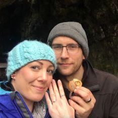 Sans le savoir, elle a porté sa bague de fiançailles... pendant un an ! (vidéo)