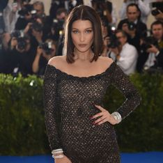 Bella Hadid ne pouvait pas aller aux toilettes avec sa tenue du Gala du Met ? (Photos)