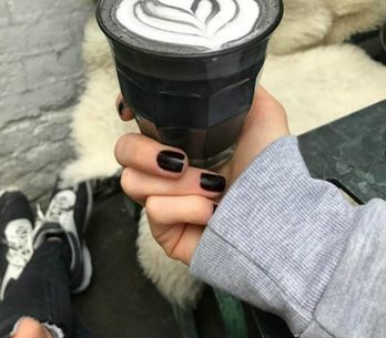 Este café 'gótico' vai alimentar a sua alma trevosa