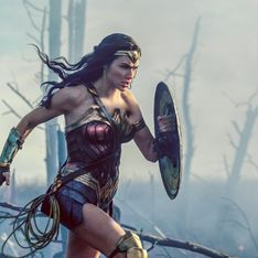 WTF ?! Pilules minceur, éponge et chocolat distribués aux femmes venues voir Wonder Woman