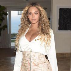 Beyoncé dévoile sa silhouette post-grossesse en mini-jupe et décolleté (Photos)