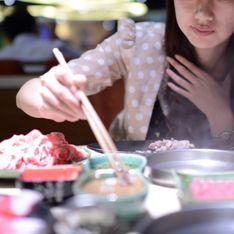 Un restaurante ofrece descuentos en función de la talla de pecho de sus clientas