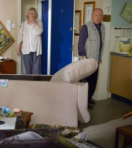 Eastenders 25/08 - The Murrays Come Home To Find They've Been Burgled