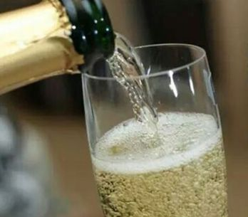 It Turns Out Prosecco Is Rotting Your Teeth
