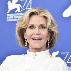 A presque 80 ans, Jane Fonda défile en robe tigresse pour L'Oréal Paris (Photos)