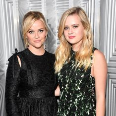 Ava, la fille de Reese Witherspoon rayonne dans une robe de princesse lors d'un bal à Paris