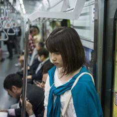 """Elle dénonce courageusement les """"Tchikans"""", ces frotteurs japonais qui déshonorent les jeunes filles"""