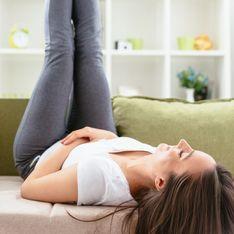 Esercizi per mantenersi in forma da fare sul divano
