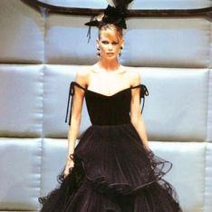 In asta l'abito di Valentino di Claudia Schiffer stimato una cifra blu. Ci proviamo?