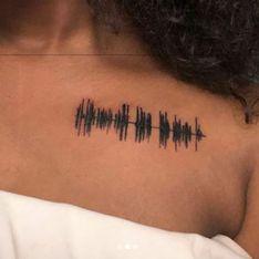 Esta chica se tatúa un mensaje de voz de su abuela fallecida