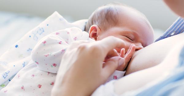 Wie man Muttermilch spritzt Verquirlung der Dame