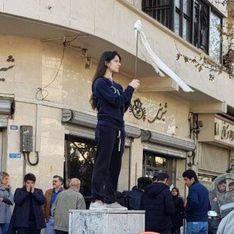 Vague d'arrestations en Iran où les femmes manifestent tête nue contre le voile imposé (photos)